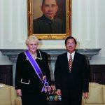 台灣陳水扁總統頒贈彭蒙惠「紫色大綬景星勳章」